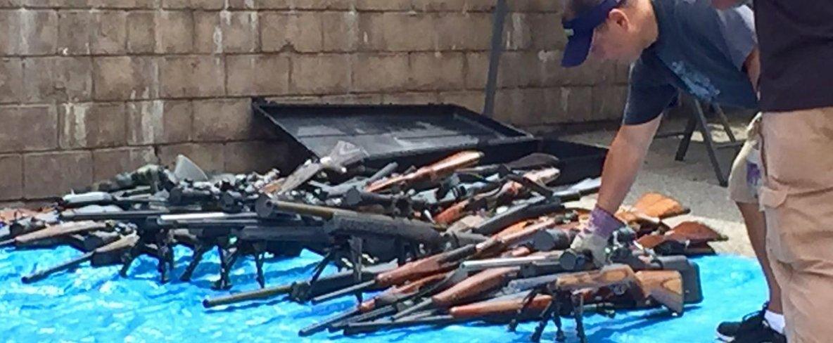 Un homme mort possédant 1 200 armes à feu serait un agent secret extraterrestre du gouvernement