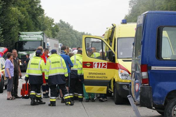 Accident entre un car scolaire et plusieurs voitures à Comines: deux enfants et le chauffeur blessés (photos)
