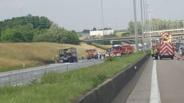Bus en feu sur le ring à Strombeek: la chaussée est dégagée