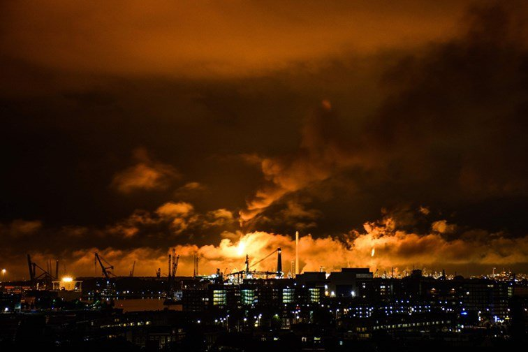 Incendie dans la plus grande raffinerie d'Europe