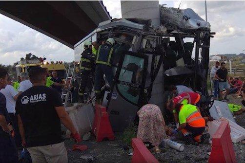 VIDÉO | Espagne: un bus s'encastre dans une pile de pont, le bilan grimpe à 5 morts