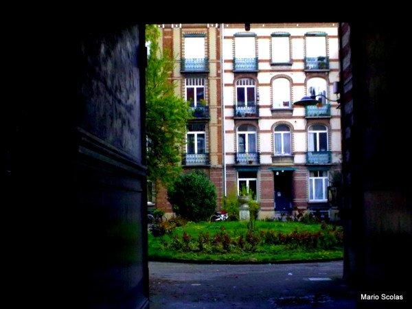 Entrons dans le Square Sans Souci à Ixelles