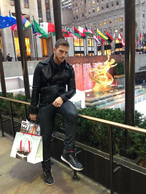 Daniel Sisniega : « Je suis gay et fier de l'être »