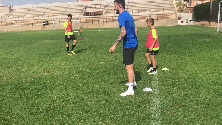 """Academia Ñiguez Sport on Instagram: """"Juego ataque-defensa, con @saulniguez todo resulta más fácil 🤣🤣, momentos especiales de la última edición Summer 2018. #metodologiañiguez…"""""""