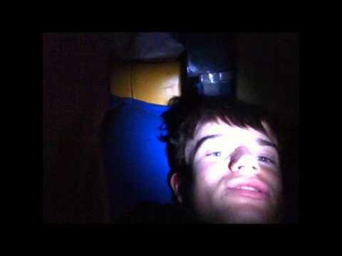 la Night experience dormir dans le placard sous l'escalier
