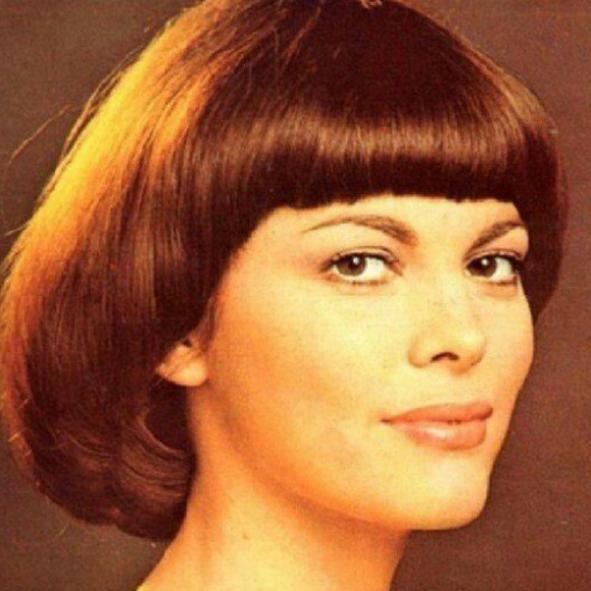 Мирей Матьё именинница: путь к успеху легендарной французской певицы