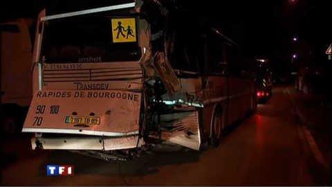 Vidéo Accident entre un bus scolaire et un TER : une ado entre la vie et la mort - Actu