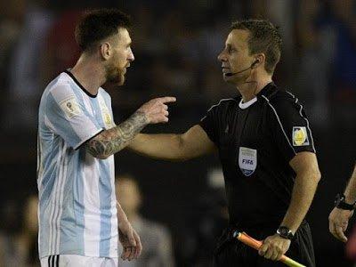 Connectez: Lionel Messi prend quatre matchs de suspension après avoir insulté un arbitre :