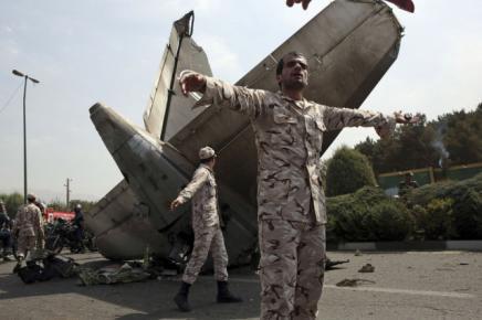 Au moins 38 morts dans le crash d'un avion à Téhéran