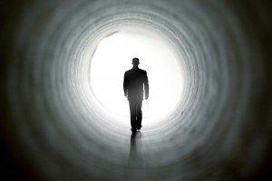 Expérience de mort imminente : une nouvelle étude compile les 7 sensations ressenties par ceux qui sont morts brièvement avant de revenir à la vie