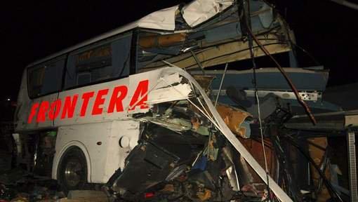 16 morts et 30 blessés dans une collision entre un train et un bus