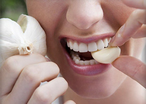 How To Get Rid of The Garlic And Onion Smell - Healthy Food Society