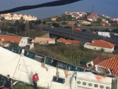 Drame au Portugal: un bus s'écrase, au moins 28 morts