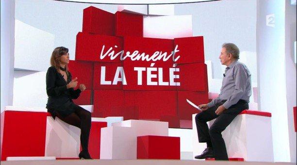 """Karine Le Marchand se confie dans Vivement la télé : """"Mon nom de famille est celui d'un ex !"""" (VIDEO)"""