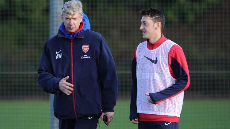 Arsene Wenger masih belum bisa jawab masa depan Mesut Ozil