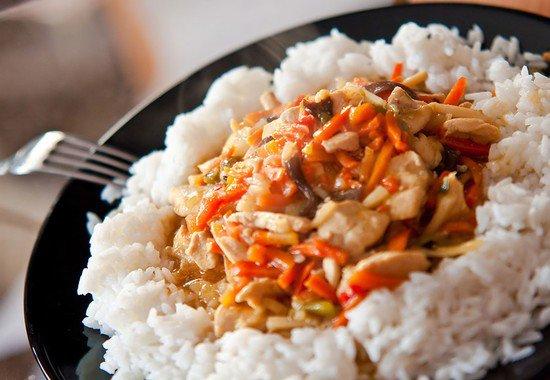 Poulet aux petits légumes et riz