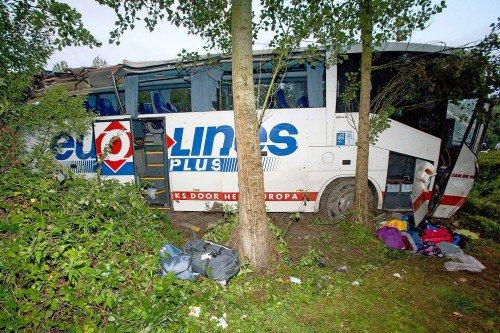 France: l'accident d'un car Eurolines fait 2 morts et plus de 30 blessés (vidéo)