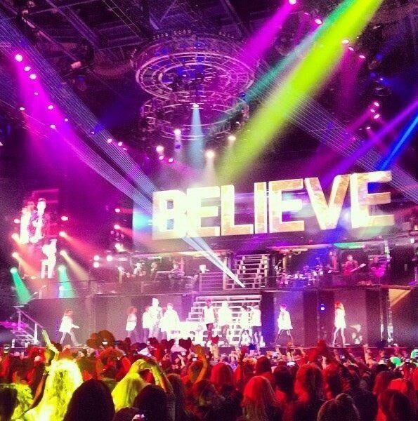 02/03/2013 Justin sur scène à Nottingham <3 magnifique (l)