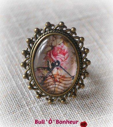 Bague Romantique et rétro cabochon rose horloge : Bague par bull-o-bonheur