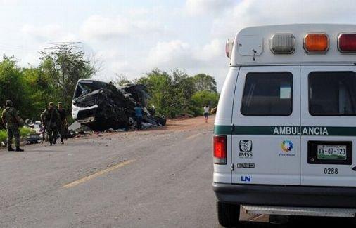 Mexique: 26 morts dans la chute d'un autocar dans un ravin