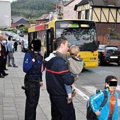 Roux: accident entre un bus et une auto