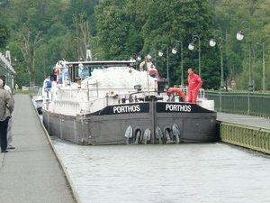 La batellerie - Expérience fluviale sur les fleuves, canaux et rivières navigables! Transport fluvial - Batellerie - Péniche - Un COLIS LOURD sur le PONT CANAL de BRIARE