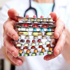 Polymédication risquée: le tiers des + de 65 ans prend une moyenne de 14 médicaments (France)
