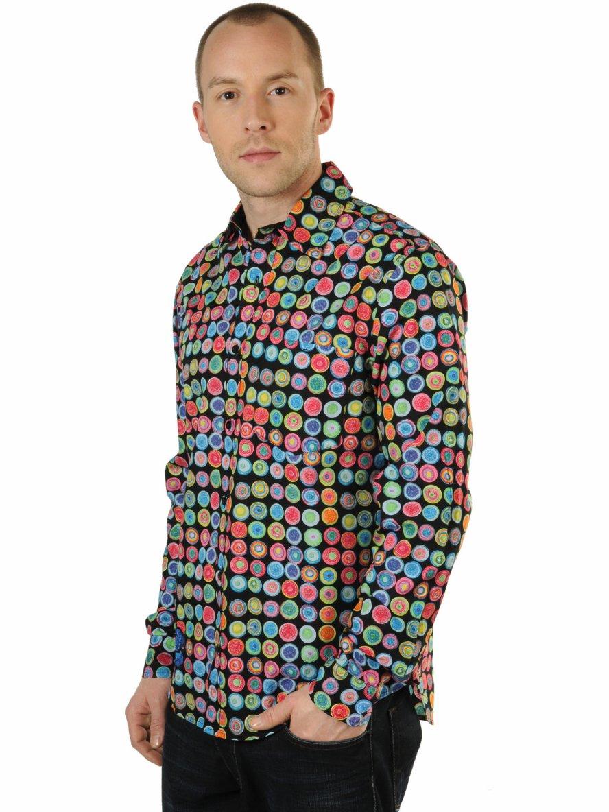 La chemise mauvais goût qui fait parler du Roi Mohammed VI sur Facebook
