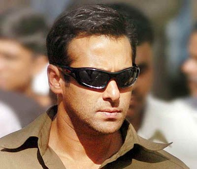 Bollynews247: Salman Khan danced to Akshay films on his birthday