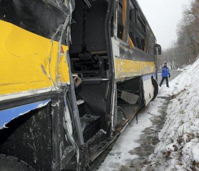 Saint-Pancrasse : un bus du Conseil général glisse sur la neige