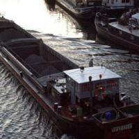 Les bateliers entament des actions à Anvers, Gand et Liège - RTBF Regions