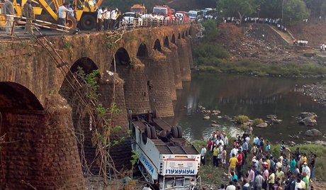 Inde : 32 morts dans un accident de bus