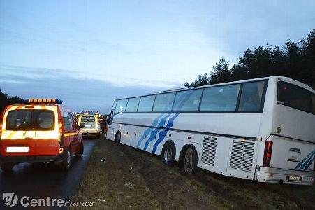 Grosse frayeur pour 62 passagers d'un autocar sur l'A71 [Mis à jour]