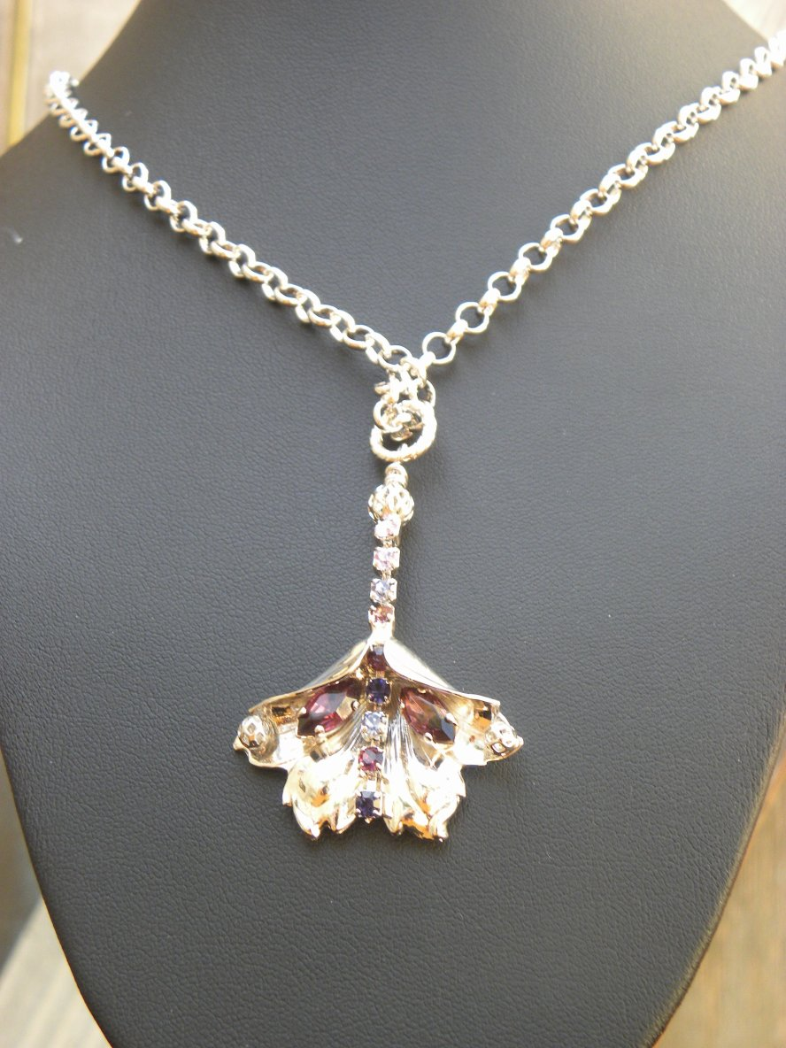 flower pendant necklace - banoucouture