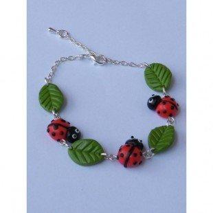 Bracelets Coccinelle ornée de petite feuille en fimo