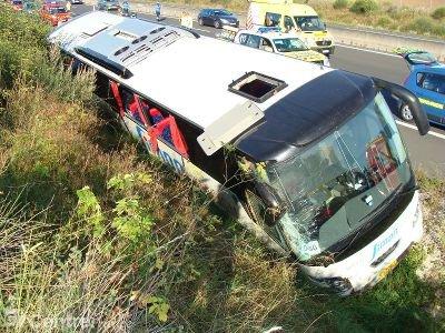 Hier matin, un bus s'est affaissé dans le fossé, près de Mer