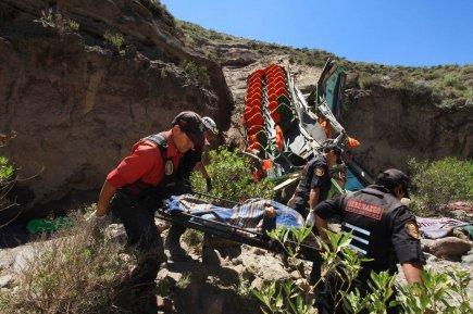 Pérou: la chute d'un bus dans un ravin fait 30 morts | Amérique latine