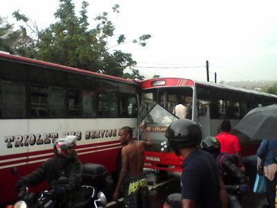 HIER APRÈS-MIDI POINTE-AUX-SABLES/TERASSON: Collision frontale entre deux autobus du Triolet Bus Service   Le Mauricien