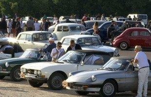 Paris: les voitures de collection envahissent la capitale