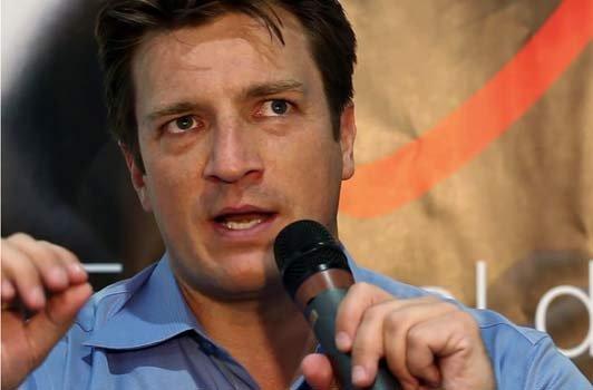 VIDEO : Castle saison 4 : Nathan Fillion balance sur Stana Katic