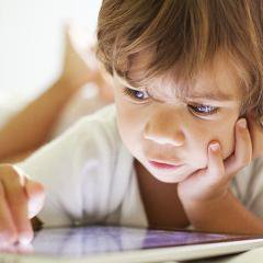 Les écrans tactiles affectent le sommeil des enfants de 6 mois à 3 ans