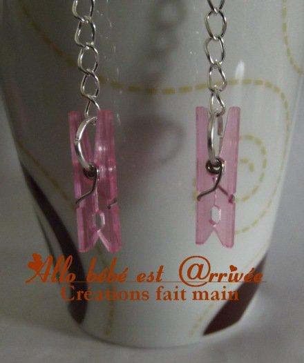 Boucle d'oreilles mini épingle à linge rose en plastique
