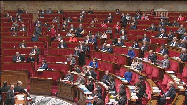 Le Parlement prolonge l'état d'urgence jusqu'au 26 mai