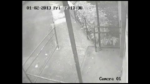 DERNIERE MINUTE / CHOC : Un fantôme apparaît sur une vidéo tournée avec une caméra de surveillance