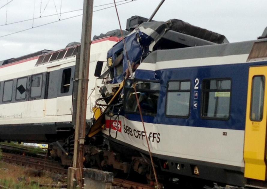 Collision frontale entre deux trains en Suisse: un mort et 26 blessés