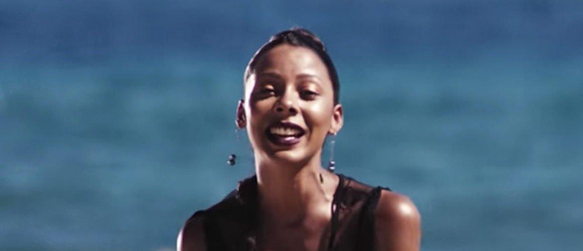 Mec fragile,pouffe : Nehuda (Les Anges 8) est TRÈS remontée dans son nouveau single (VIDEO)