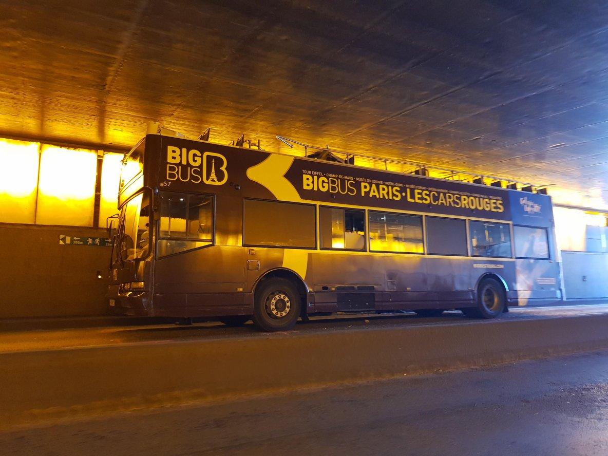 23-06-2017 - Paris - un bus de tourisme heurte le pont Alexandre-III et fait au moins 4 blessés dont un grave