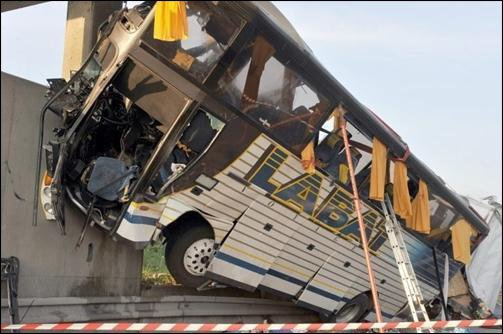 L'essentiel Online - Accident de bus: sept morts, vingt-cinq blessés - Monde
