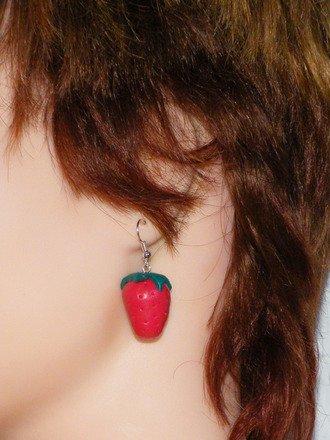 Boucle d'oreille Fraise des bois en fimo Argent 925 : Boucles d'oreille par jl-bijoux-creation