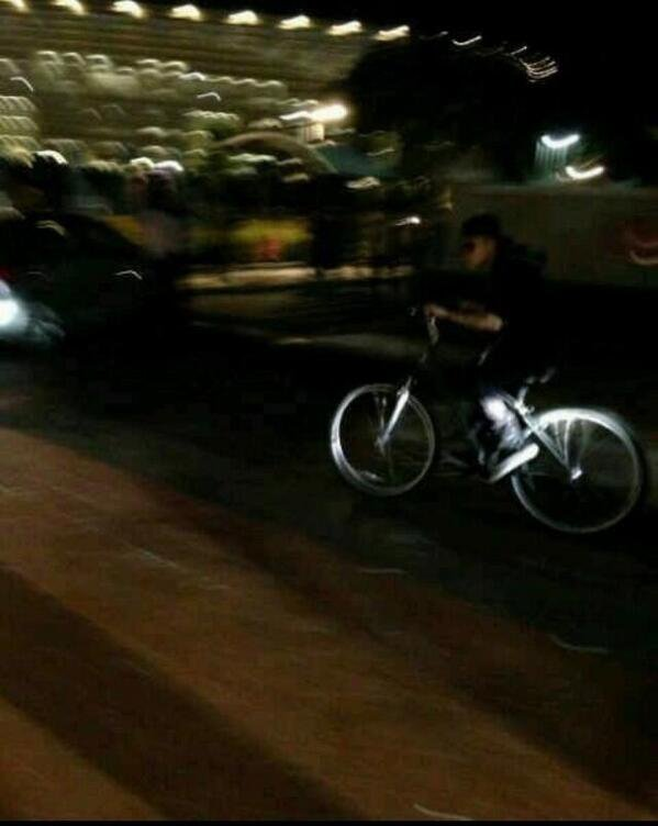 Justin quittant le McDo en vélo hier à Cape Town.